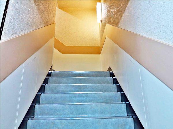 高砂ビル階段.jpg